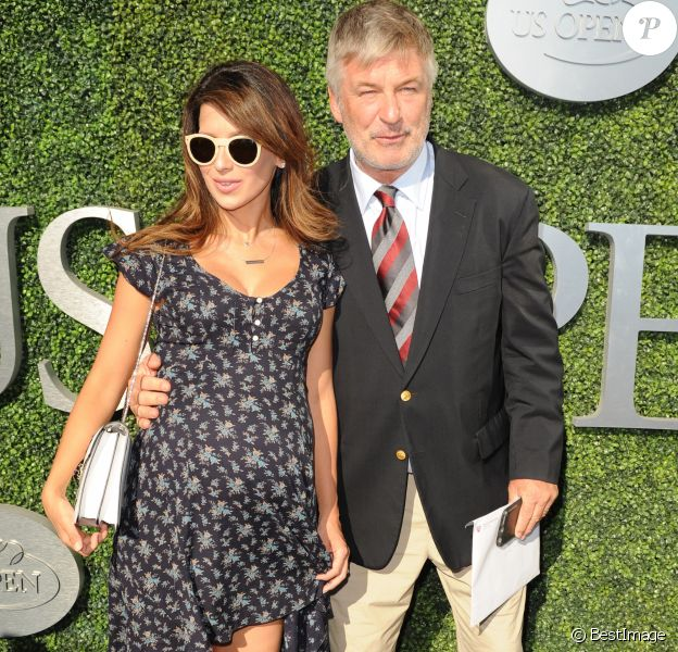 Alec Baldwin et sa femme Hilaria - People à l'ouverture de l'US Open à New York le 29 août 2016.  NEW YORK, NY - AUGUST 29: Alec Baldwin, Hilaria Baldwin during opening ceremonies on Day One of the 2016 US Open at the USTA Billie Jean King National Tennis Center on August 29, 2016 in the Queens borough of New York City. People: Alec Baldwin, Hilaria Baldwin29/08/2016 -