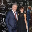Alec Baldwin et sa femme Hilaria Thomas enceinte à la soirée Fragrance Foundation Awards 2016 à New York, le 7 juin 2016  Celebrities backstage at the 2016 Fragrance Foundation Awards presented by Hearst Magazines - Show on June 7, 2016 in New York City.07/06/2016 - New York