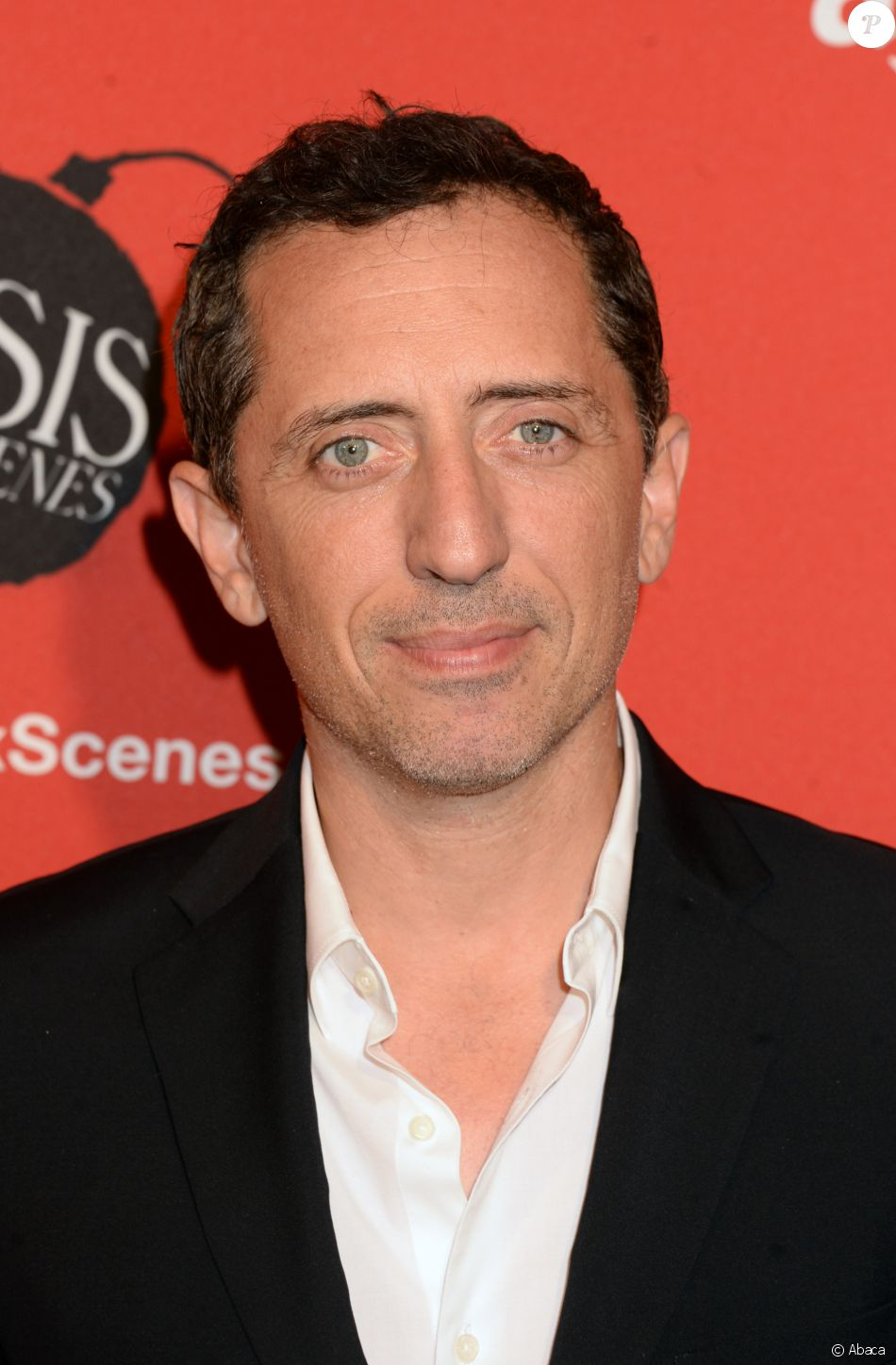 gad elmaleh lors de la premi re de crisis in six scenes au crosby street hotel new york le 15. Black Bedroom Furniture Sets. Home Design Ideas