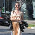 Lily Aldridge et Behati Prinsloo enceinte font du shopping dans les rues de West Hollywood, le 5 avril 2016