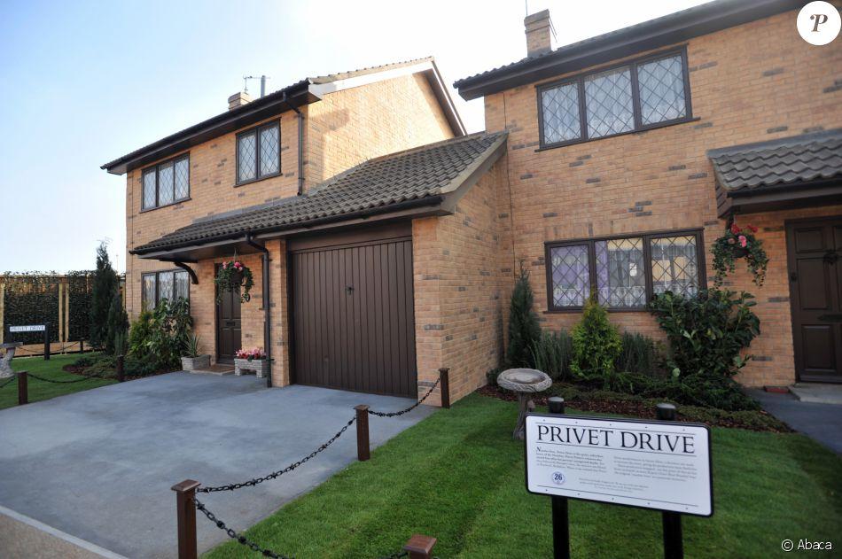 Harry potter la maison du sorcier est vendre pour un for Chambre 13 film