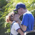 Exclusif - Prix spécial - Tallulah Willis et son petit ami sont allés déjeuner à Studio City. Le couple s'embrasse et se câline. Le 9 septembre 2016