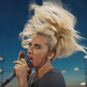 "Lady Gaga : Wannabe rockeuse pour le clip ""Perfect Illusion"""