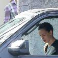 Jennifer Garner en pleine conversation dans sa voiture avec Ben Affleck le 20 septembre 2016 à Los Angeles, après avoir déposé leurs enfants à l'école. L'actrice ne semblait pas en grande forme et était visiblement contrariée tandis que son ex lui adressait la parole. Etaient-ils en train de se disputer ?