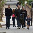 """Ben Affleck qui est actuellement sur tournage du film """" Justice League Part One """" jouant le rôle de Batman, retrouve Jennifer Garner et ses enfants Violet, Seraphina et Samuel pour déjeuner à Londres le 26 mai 2016."""