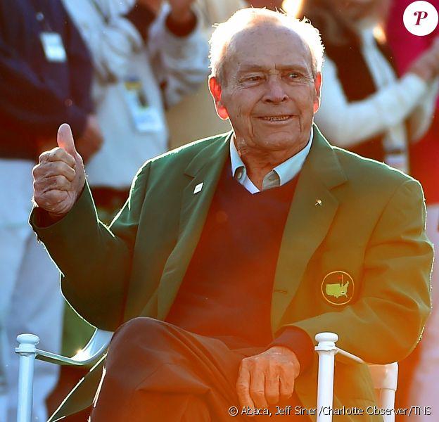 Arnold Palmer donnait le 7 avril 2016 le coup d'envoi symbolique du Masters d'Augusta, tournoi du Grand Chelem qu'il a remporté quatre fois. Le roi du golf s'est éteint le 25 septembre 2016. © Jeff Siner/Charlotte Observer/TNS/Abacapress
