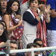 Nicole Johnson, la fiancée de Michael Phelps, et sa maman Debbie encouragent le nageur à Rio de Janeiro le 13 août 2016