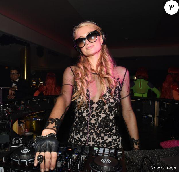 Paris Hilton aux platines du club Vip Room lors du 68ème festival international du film de Cannes. Le 15 mai 2015