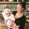 Chrissy Teigen en a r�v� : Sa fille Luna, adorable petite chef en herbe