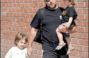 REPORTAGE PHOTOS : Russell Crowe... un jour papa-poule, un jour prince charmant !