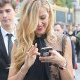 """Petra Nemcova sortant du défilé de mode """"Elie Saab"""", collection prêt-à-porter Printemps-Eté 2017 à Paris, le 1er octobre 2016"""