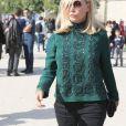 """Emmanuelle Béart arrivant au défilé de mode """"Elie Saab"""", collection prêt-à-porter Printemps-Eté 2017 à Paris, le 1er octobre 2016"""