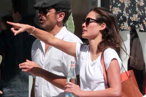 John Stamos : Shopping avec sa chérie et photos coquines avec un beau gosse