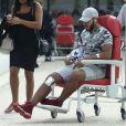Exclusif - Malik, l'ex de Sarah Fraisou sort de Hôpital Simone Veil à Eaubonne le 26 septembre après avoir reçu une balle dans la jambe dans son bar à Chicha à Argenteuil.