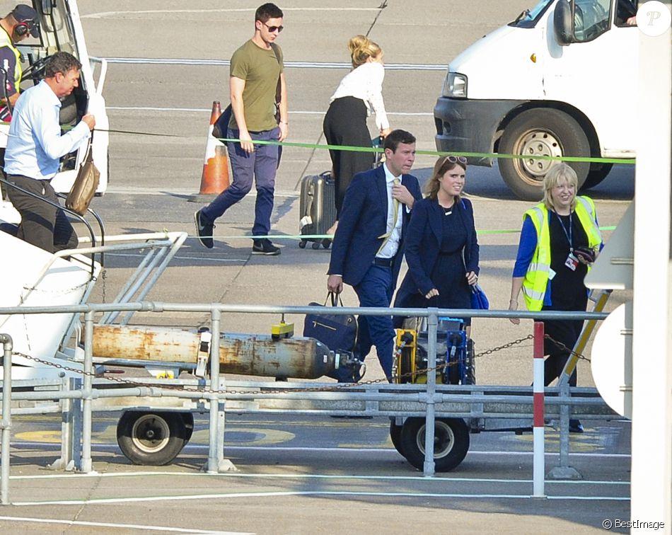 Exclusif - La princesse Eugenie d'York et son compagnon Jack Brooksbank arrivant à l'aéroport d'Aberdeen en provenance de Londres, en route pour le château de Balmoral le 15 septembre 2016