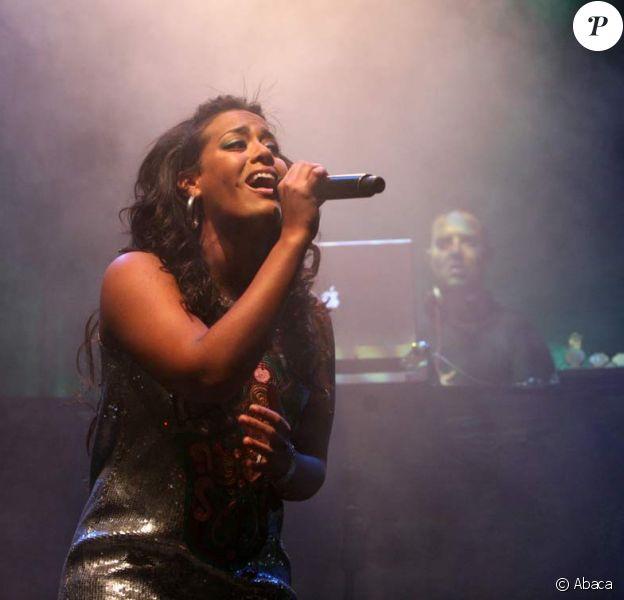 Amel Bent en concert à Moscou