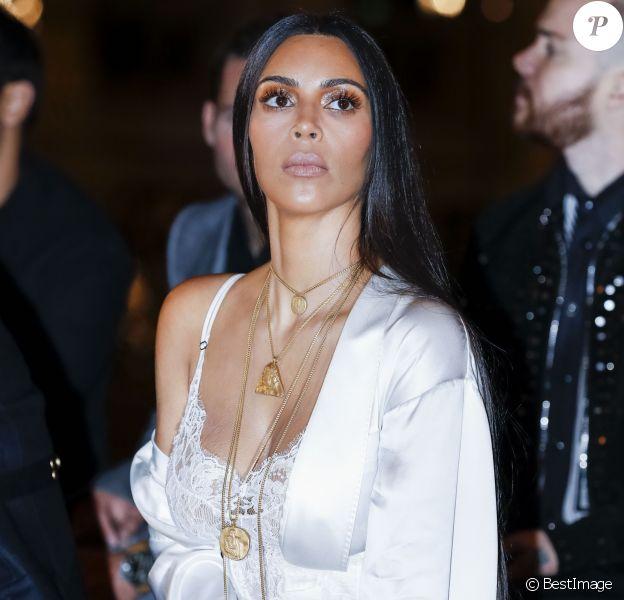 """Kim Kardashian au défilé de mode """"Givenchy"""", collection prêt-à-porter Printemps-Eté 2017 lors de la Fashion Week de Paris, France, le 2 Octobre 2016"""