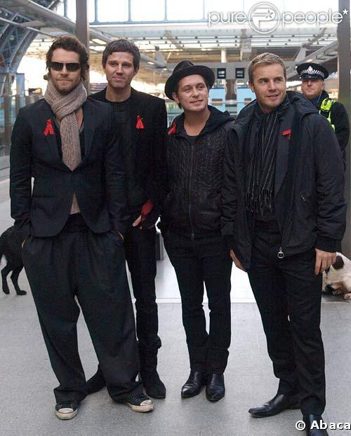 Les Take That à Londres avant de prendre l'Eurostar pour Paris, le 1/12/08