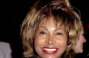 PHOTOS : Tina Turner ressort sa robe de Mad Max de 1985... à presque 70 ans !