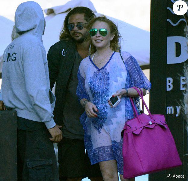 Egor Tarabasov et Lindsay Lohan quittent une plage à Mykonos. le 26 août 2016