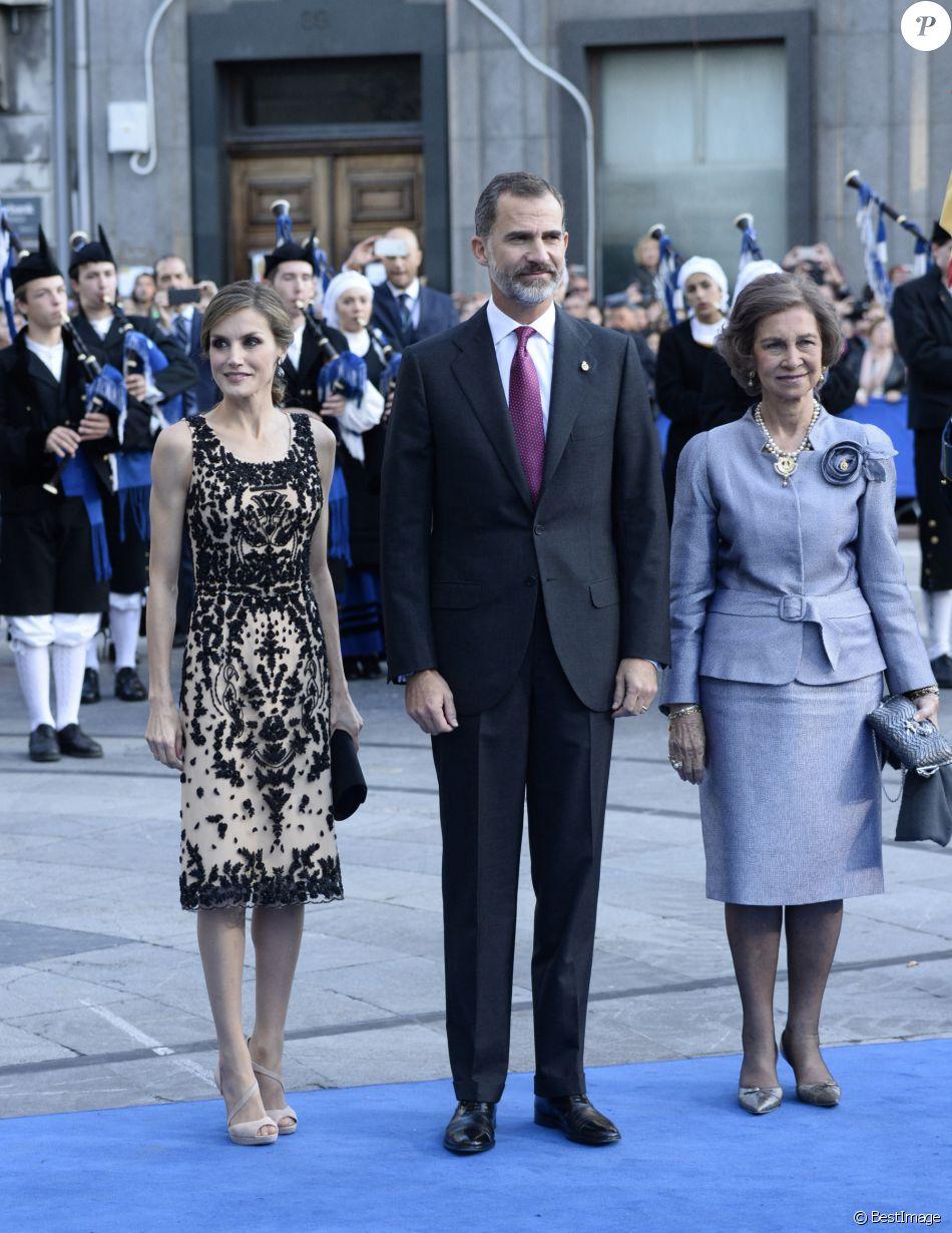 Le roi Felipe VI, la reine Letizia et Sofia d'Espagne - Remise des prix Princesse des Asturies en présence du roi Felipe VI, La reine Letizia et de Sofia au théâtre Campoamor à Oviedo, Espagne, le 21 octobre 2016.
