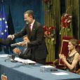 Le roi Felipe VI, la reine Letizia d'Espagne et Javier Gomez Noya - Remise des prix Princesse des Asturies en présence du roi Felipe VI, La reine Letizia et Sofia au théâtre Campoamor à Oviedo, Espagne, le 21 octobre 2016.