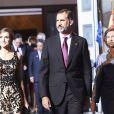 Le roi Felipe VI, la reine Letizia et La reine Sofia d'Espagne quittent la remise des prix Princesse des Asturies au théâtre Campoamor à Oviedo, Espagne, le 21 octobre 2016.