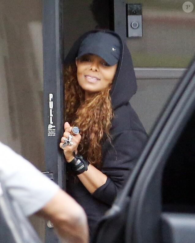 Exclusif - Janet Jackson se rend dans un studio d'enregistrement à Los Angeles (probablement pour les répétitions de sa prochaine tournée mondiale) le 26 mai 2015.