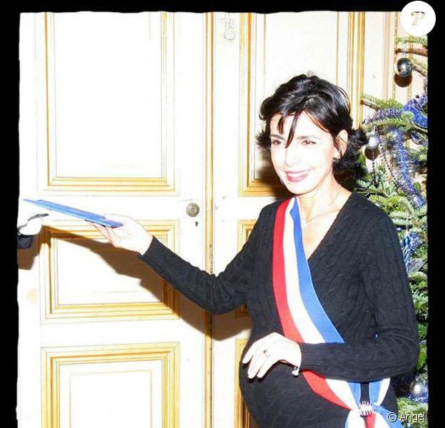 Rachida Dati célébre un mariage dans sa mairie du VII eme