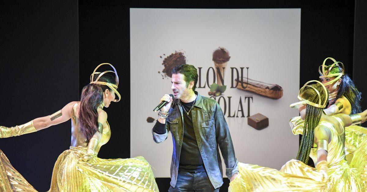 Richard orlinski et ses danseuses au d fil du 22 me salon for Les salons porte de versailles 2016
