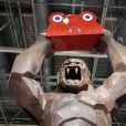 Le Kong en chocolat de Richard Orlinski au 22ème salon du chocolat à la porte de Versailles à Paris le 27 octobre 2016. (coiffures Franck Provost / maquillages Make Up For Ever) © Veeren-Perusseau/Bestimage