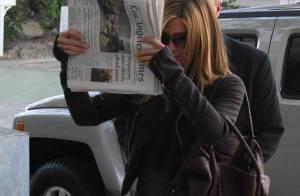 PHOTOS : La craquante Jennifer Aniston se cache derrière... un canard !