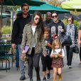 Kourtney Kardashian, Scott Disick, leurs enfants Mason et Penelope, Kris Jenner, Corey Gamble et Mary Jo Campbell à Calabasas, le 29 octobre 2016.