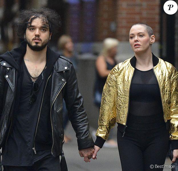 Rose McGowan et son petit ami Jordan Asher se promènent à Soho, New York le 8 octobre 2016