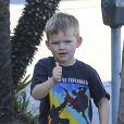 Exclusif - Samuel Affleck, fils de Ben Affleck et Jennifer Garner, emmené par son père à une fête d'anniversaire à Los Angeles le 5 novembre 2016.
