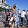 Semi-exclusif - Beatrice Borromeo avec Uma, la mascotte de Malizia, lors de la conférence de presse de Pierre Casiraghi et de l'équipage du GC32 Malizia le 19 octobre 2016 à Monaco. Le couple attend son premier enfant pour janvier 2017. © Bruno Bebert/Bestimage