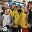 Rachida Dati avec les bénévoles du Téléthon