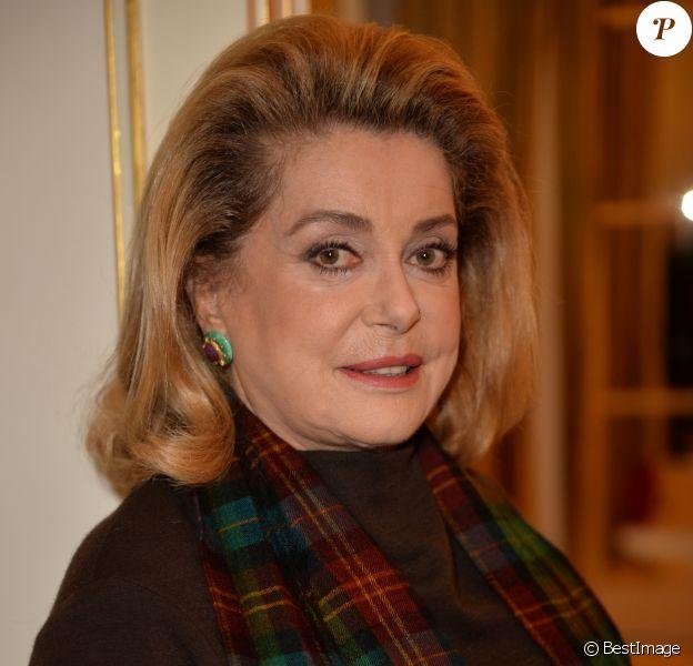 Catherine Deneuve (Présidente du jury) - Déjeuner des membres du jury des Globes de Cristal 2017 au Plaza Athénée à Paris le 15 novembre 2016. © Veeren/Bestimage