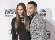 Chrissy Teigen nue sous sa robe : Son mari John Legend blâme les photographes