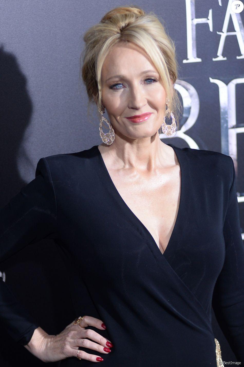"""J. K. Rowling lors de la première du film """"Fantastic Beasts and Where to Find Them"""" à la salle de spectacles Alice Tully Hall au Lincoln Center à New York City, New York, Etats-Unis, le 10 novembre 2016."""