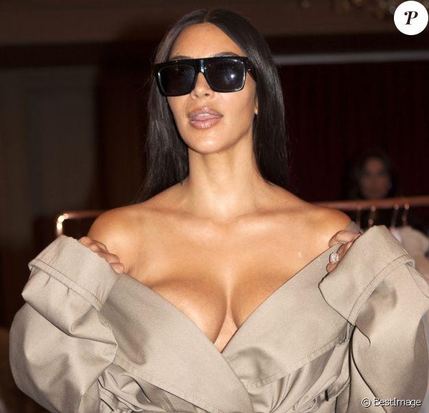 Kim Kardashian - Célébrités au défilé de mode Siran, collection prêt-à-porter Automne-Hiver 2016 lors de la Fashion Week de Paris le 2 octobre 2016