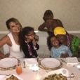 Mariah Carey fête Thanksgiving avec son ex-mari Nick Cannon et leurs jumeaux Monroe et Moroccan - Photo Instagram publiée le 24 novembre 2016.