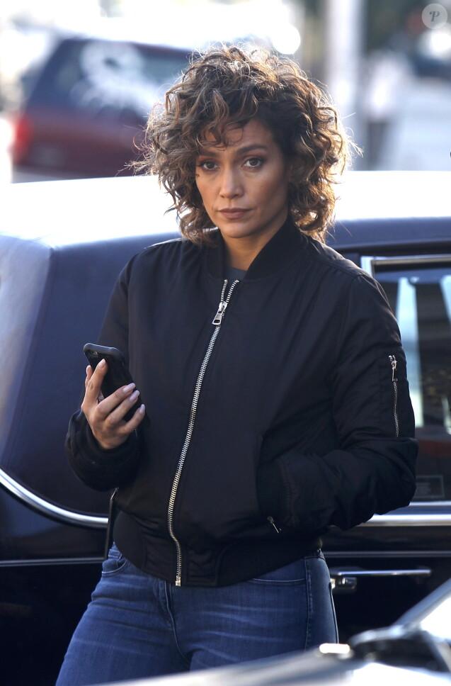 """Jennifer Lopez sur le tournage de la série """"Shades of Blue"""" à Astoria, le 1er novembre 2016. © CPA/Bestimage"""