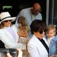 Kris Jenner ,Lamar Odom et sa femme Khloé Kardashian avec Mason Disick et Penelope Disick arrivent à l'église de Agoura Hills pour la messe de Pâques à Hagoura Hills le 27 Mars 2016.