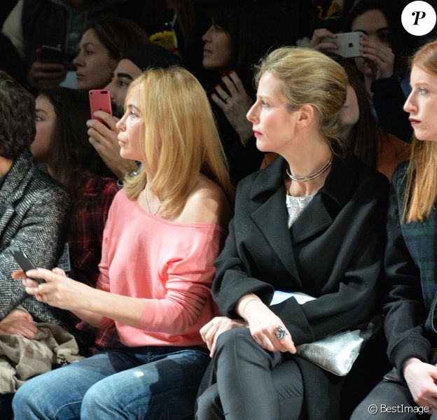 Emmanuelle Béart, Karin Viard - People au défilé de mode Paul & Joe collection prêt-à-porter Automne Hiver 2016/2017 lors de la fashion week à Paris, le 8 mars 2016. © CVS/Veeren/Bestimage