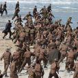 """Exclusif - Le réalisateur anglais Christopher Nolan sur le tournage du film """"Dunkirk"""" sur la plage de Malo-les-Bains, à Dunkerque. Quatre navires de guerre, un chasseur Spitfire, deux hélicoptères, 1500 figurants et beaucoup de fumée... l'équipe du cinéaste Christopher Nolan a récréé un véritable champ de bataille! Le 27 mai 2016"""