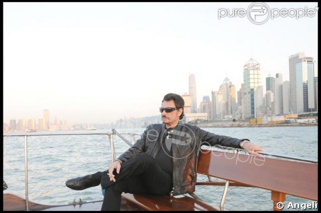 Johnny Hallyday brun pour son rôle à Hong-Kong début novembre