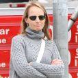 Helen Hunt attend devant la station service du Brentwood Country Mart, le 22 avril 2015.