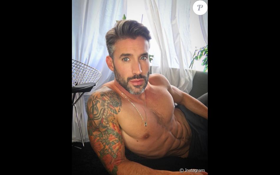 Calendrier Gay.Robert Sepulveda Jr Le Bachelor Gay Se Denude Pour Son