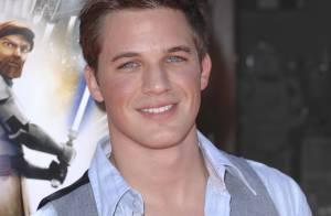 90210 : Après les bombes féminines, on vous présente un beau mâle...